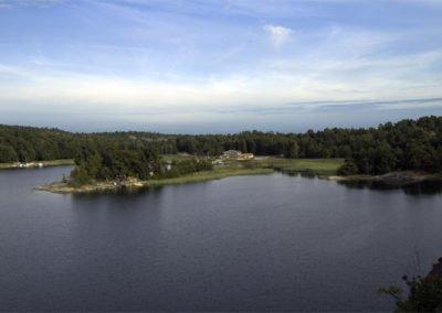 Utsikt mot Mickrums brygga från Jeppes Udd. Foto: Bengt Grönkvist