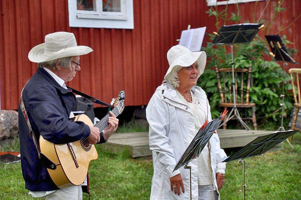May och Ingvar spelade och sjöng. Foto: Bengt Grönkvist