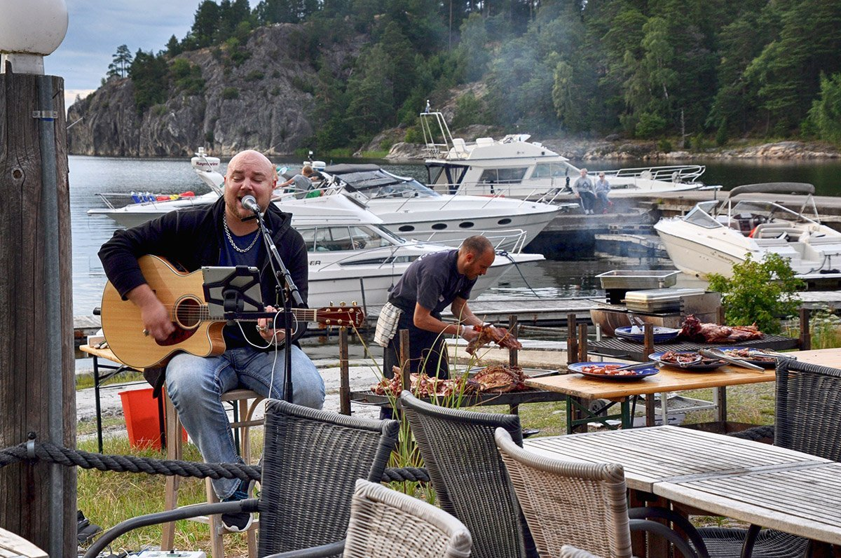 Grillfest på sjökrogen. Foto: Bengt Grönkvist