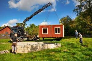 Den 3 september lyftes huset på den nya grunden. Foto: Bengt Grönkvist