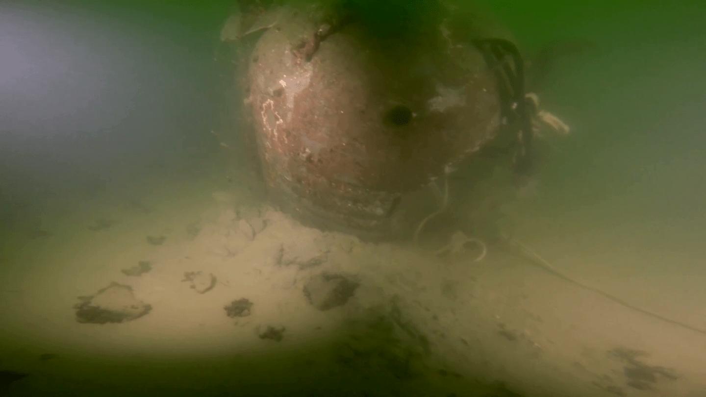 Innan man sprängde minan öppnade man skalet med en mindre sprängladdning för att kunna undersöka minan och dess innehåll. Foto: HMS Spårö/Försvarsmakten