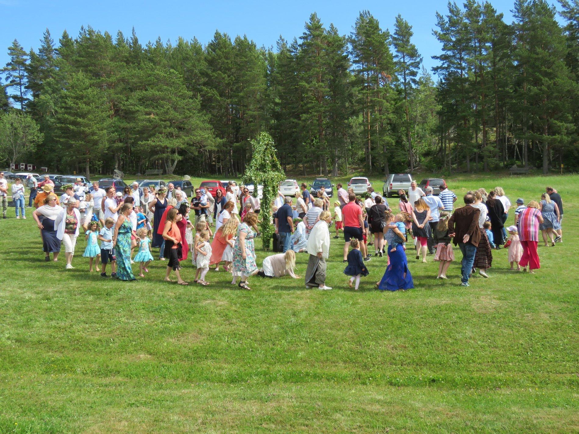 Midsommarfirande på Grytholmen. Foto: Bengt Grönkvist